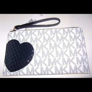 Micheal Kors Large Heart ZIP/Clutch Wristlet